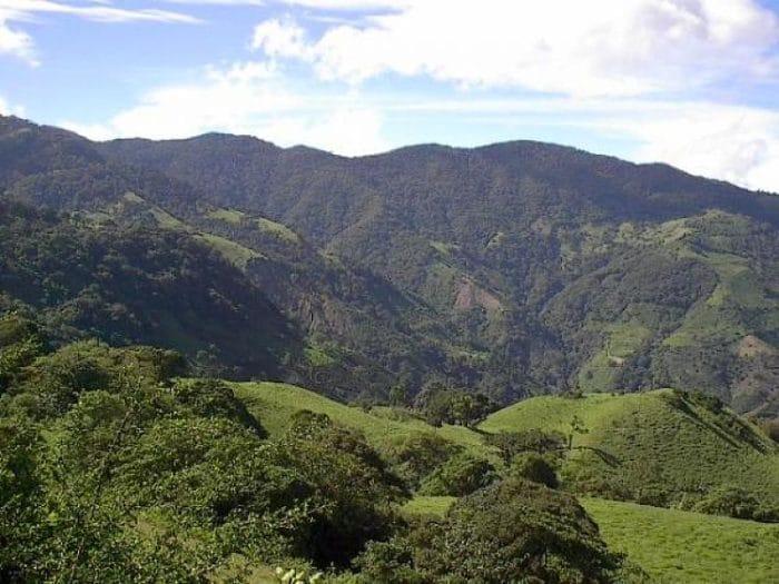 Majestuosa vista de os Cerros de Escazú