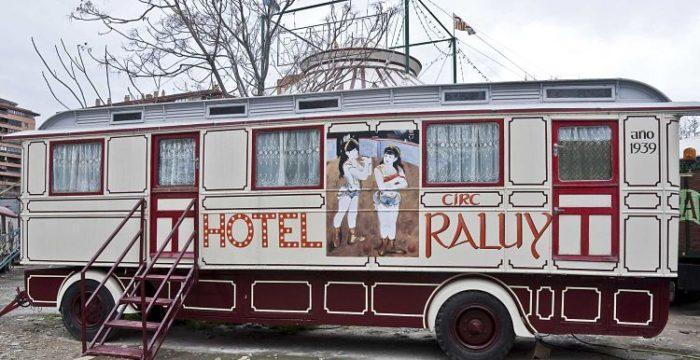Trailer de hospedaje del Circo Museo Raluy