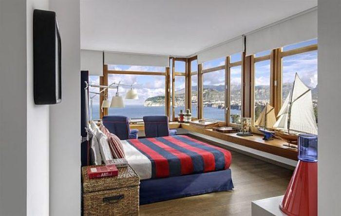 Una de las acogedoras habitaciones de La Minervetta con su imponente vista