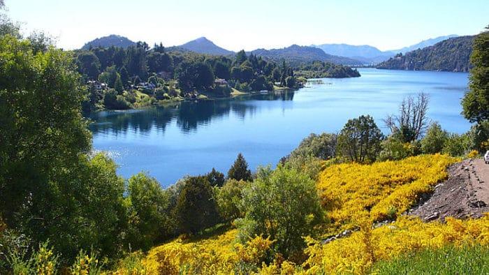 Uno de los lagos y parte de los maravillosos colores de Nahuel Huapi