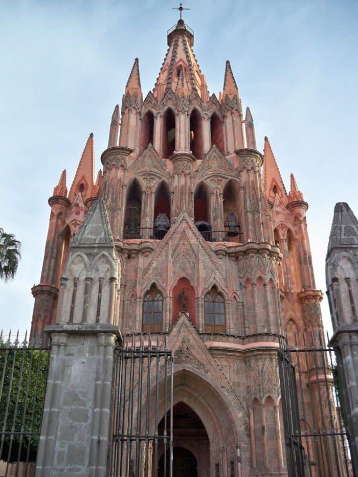 Entrada a la Parroquia San Miguel Arcángel