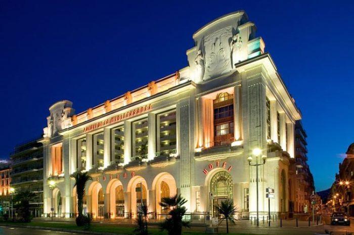 Imponente fachada de este espectacular hotel de Niza