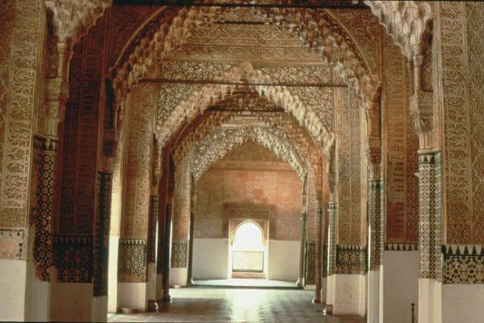 Imponente vista del interior de la Sala de los Reyes
