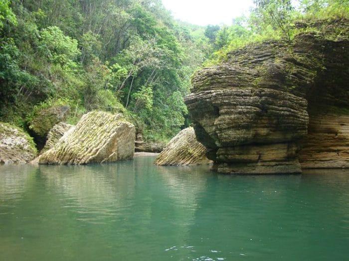 Las formaciones naturales del Río Tanamá y sus deliciosas y tranquilas aguas