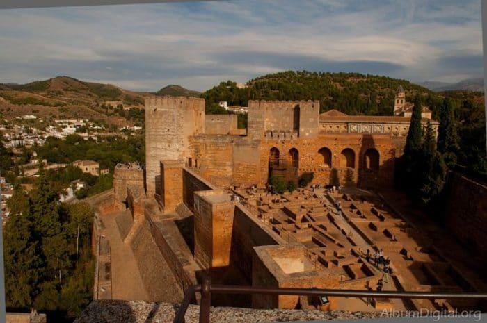 Vista de la Alcazaba, punto más alto de la colina