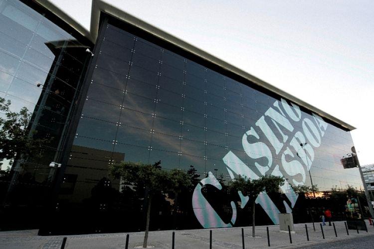 Moderno costado de la estructura del Casino Lisboa