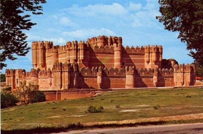 Se puede apreciar el hermoso trabajo en ladrillos del Castillo de Coca