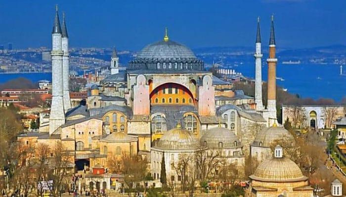 El complejo de Hagia Sophia luce tan imponente hoy como lo hizo ayer