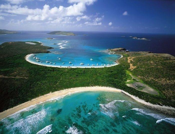 Vista aérea de Isla Culebra con sus mágicos colores
