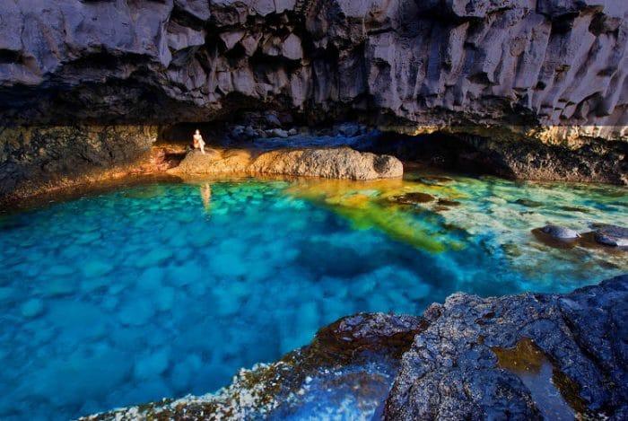 Maravillosa vista de la piscina natural conocida como El Charco Azul