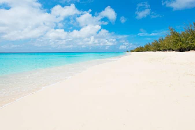 Playa del Governador en Islas Turcas y Caicos, las aguas invitan al relax