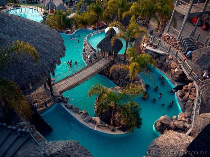 Vista de una de las piscinas en los resort spa de Hidalgo