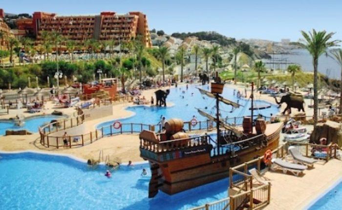 Los hoteles con piscinas para niños son perfectos para todo padre viajero