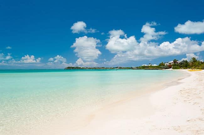 Paradisíaca costa de Sapodilla Bay