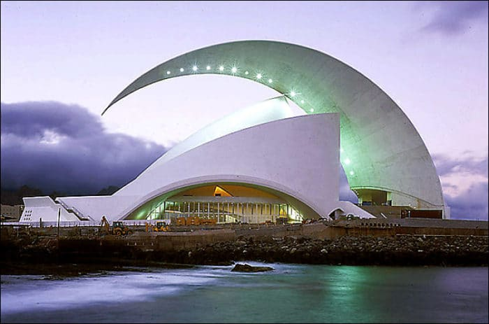 Se puede apreciar en la imagen el diseño moderno del Auditorio