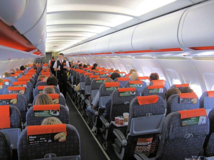 Viajar en avión es más cómodo y se pueden conseguir buenos precios