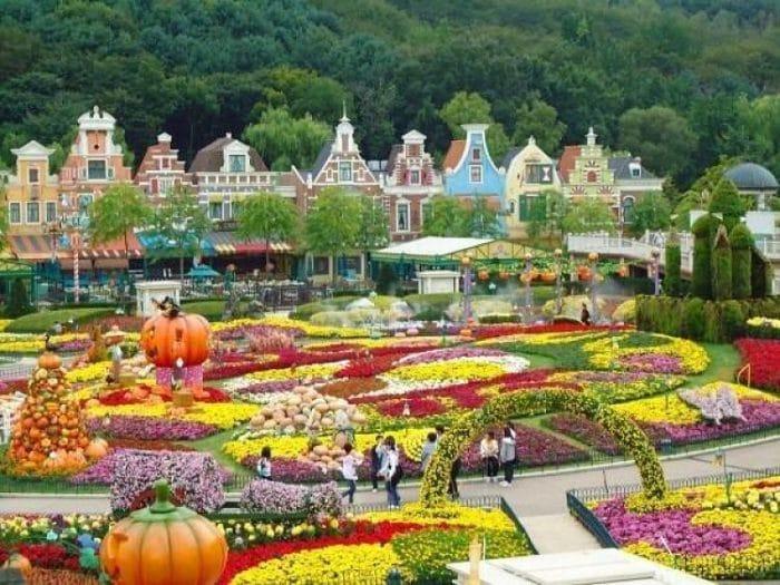 Además de las atracciones, podemos ver hermosos jardines en Everland