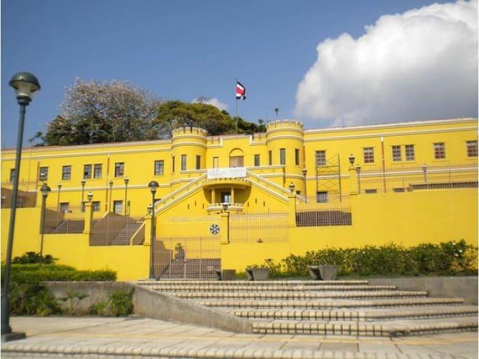 Vista del frente del Museo Nacional de Costa Rica