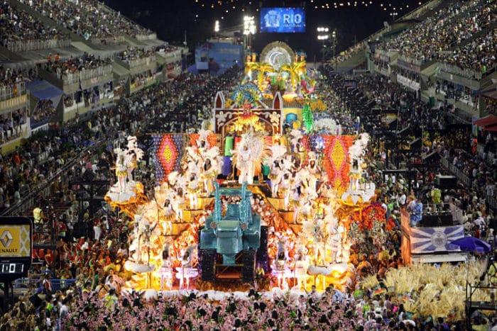 Vista del desfile dentro del Sambódromo de Río