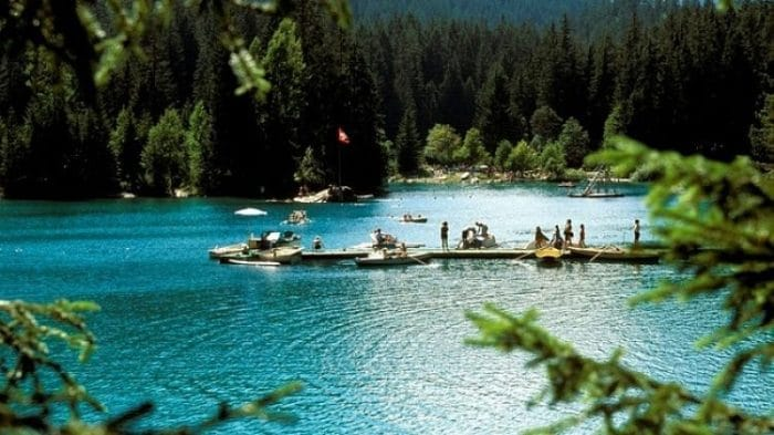 Muelle del Lago Cauma, centro de las actividades acuáticas