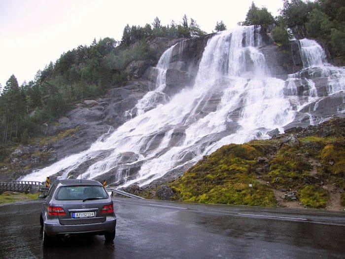 Viajando en carro podrás disfrutar de hermosos paisajes