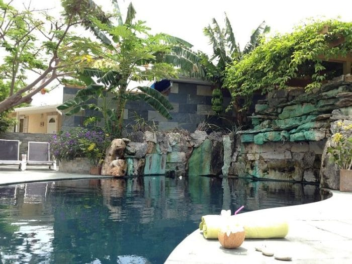 Piscina y spa del Kokomo Botanical Resort and spa