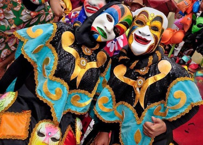 El carnaval inicia en la historia como un baile de máscaras, tradición que aún se mantiene