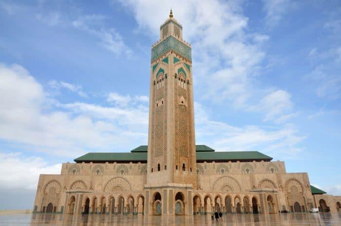 Vista frontal de la Mezquita Hassan II