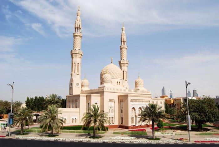 Hermosa vista exterior de la Mezquita de Jumeirah