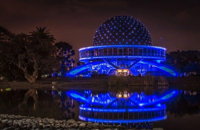Increíble vista nocturna del Planetario