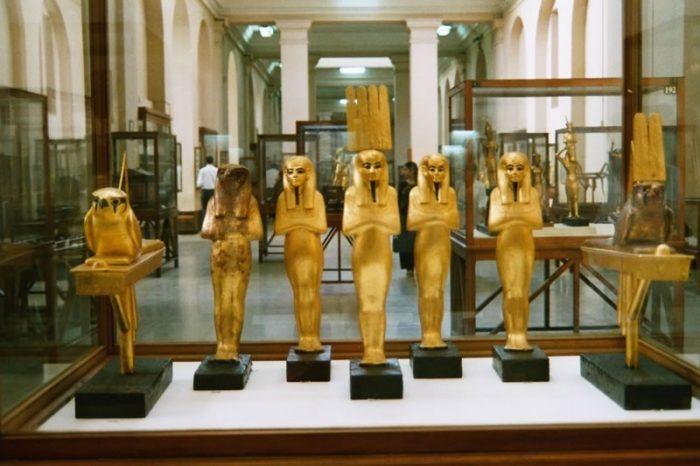 Estatuas de Oro en el Museo de Egipto en El Cairo