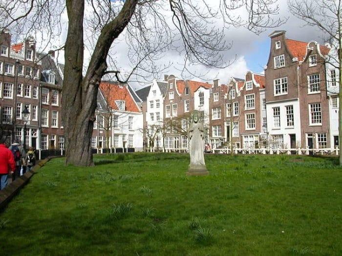 Hermosos jardines de Begijnhof