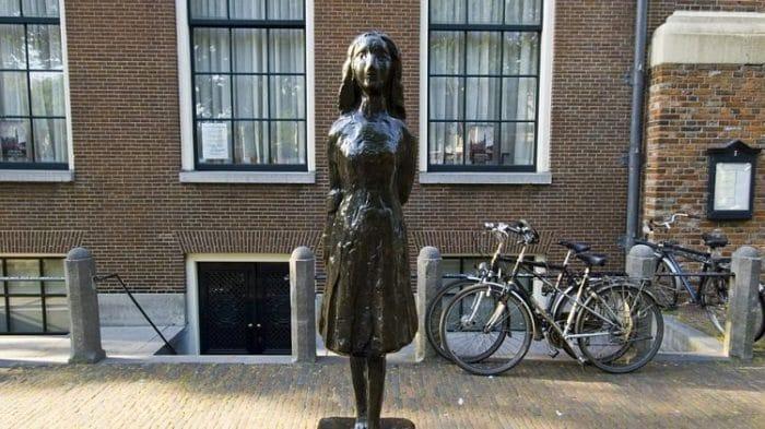Frente del edificio que fuera refugio y lugar de escritura de Ana Frank durante la Segunda Guerra Mundial