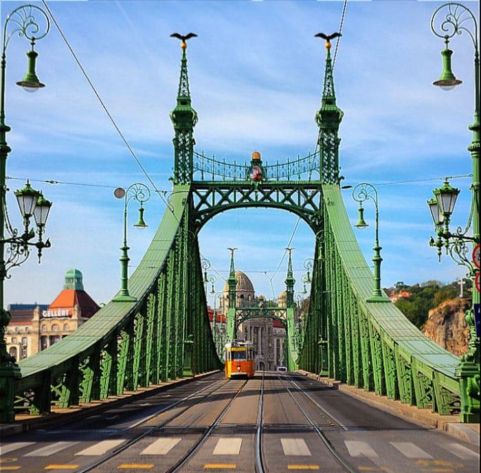 Uno de los hermosos mástiles del puente con su hermosa decoración