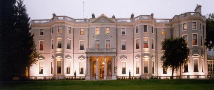 Fachada de la Casa Farmleigh en Dublín