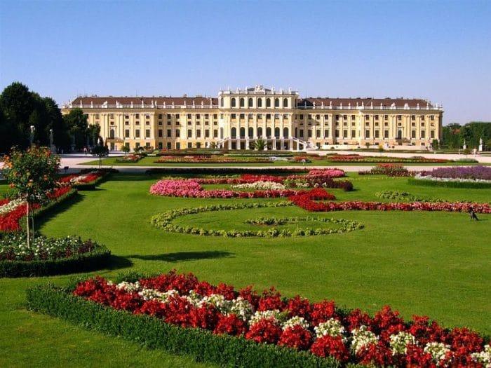 Vista frontal del Palacio Schönbrunn