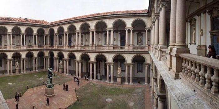 Patio central de la Pinacoteca di Brera en Milán