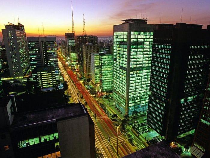 Avenida Paulista de noche