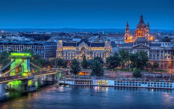 Hermosa vista de la ciudad de Budapest en un atardecer