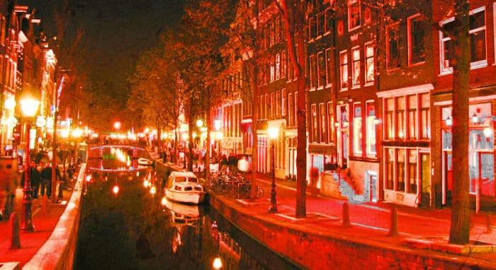 Una de las calles del Distrito Rojo de Ámsterdam