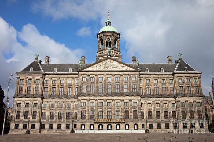 Frente del hermoso Palacio Koninklijk