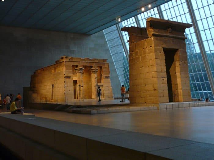 Templo de Dendur dentro del Museo Metropolitano de Arte de Nueva York