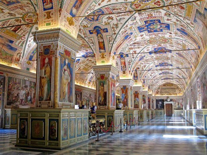 Una de las salas de los Museos del Vaticano