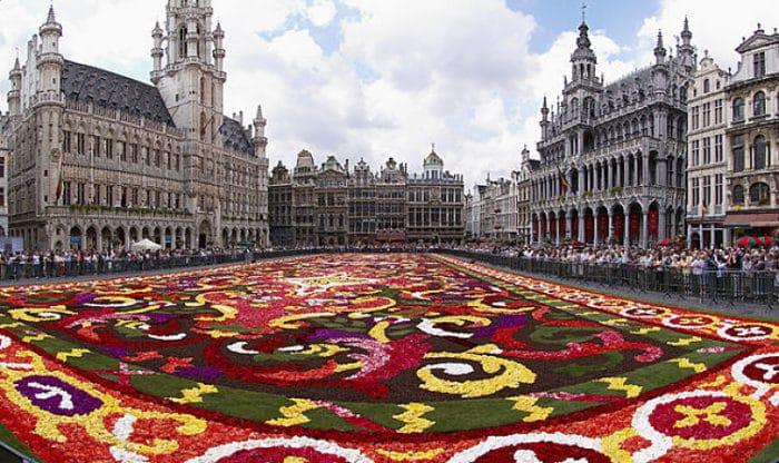 Alfombra de flores en el Grote market en Bruselas