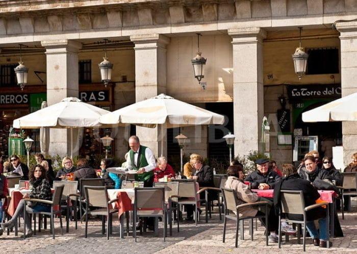 Comer en un Café en vez de un restaurant puede disminuir los costos del viaje