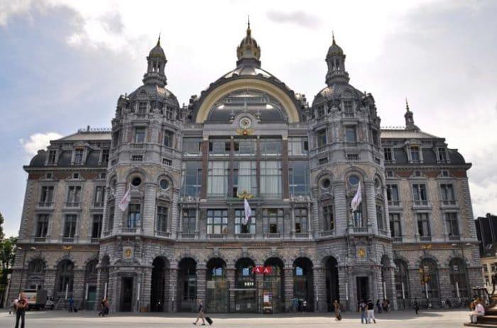 Fachada de la Etación Central de trenes de Antwerp