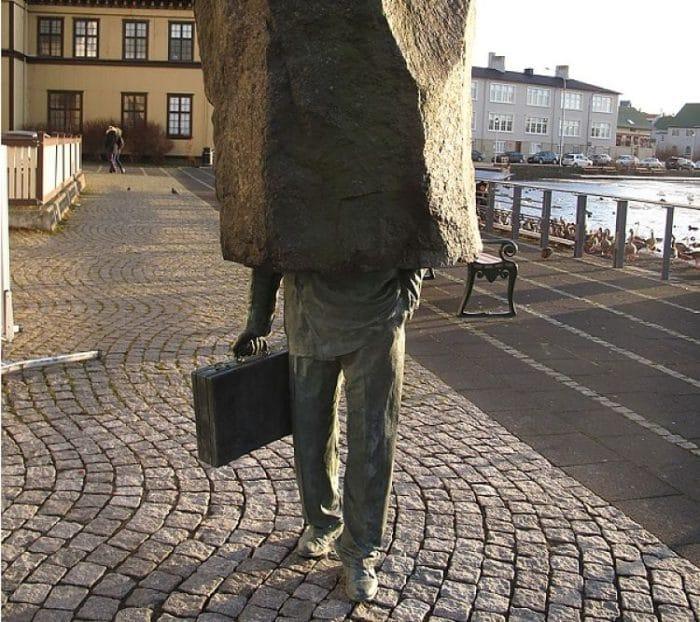 El Oficial Desconocido en Islandia