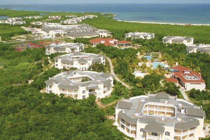 Vista aérea del complejo Iberostar Ensenachos y costas del Cayo Ensenachos