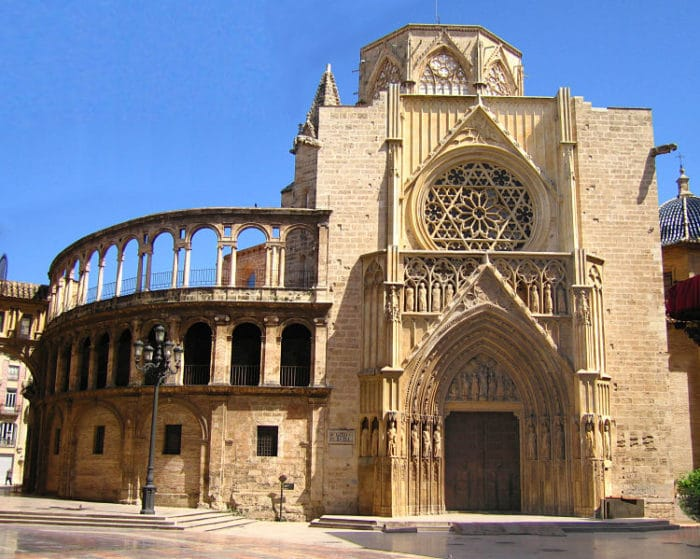 Frente de la hermosa Catedral de VAlencia