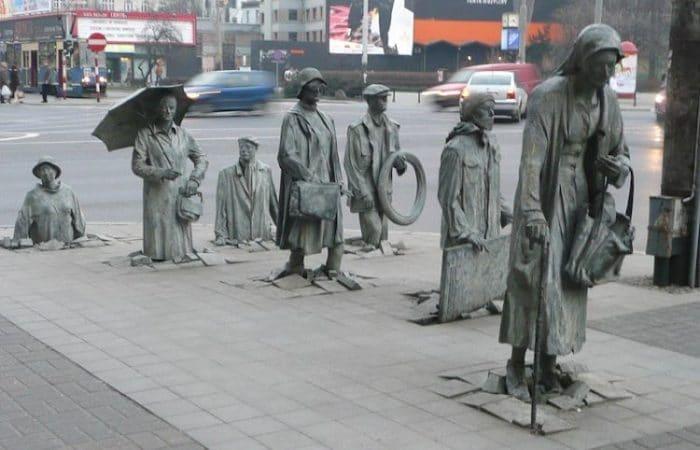 Monumento al transeúnte anónimo